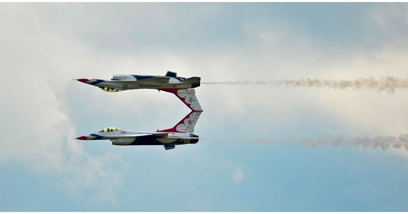 Calypso Pass Two-usaf-thunderbird-f16-mirror-image-reflection-acrobat-trick