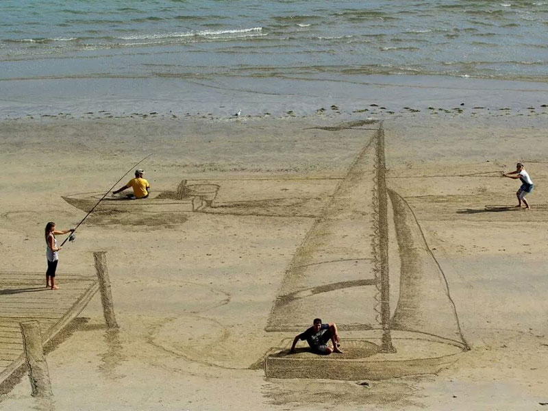 3d beach art by jamie harkins 1 Two Anonymous Students are Drawing Inspirational Quotes on a Chalkboard and Its Amazing