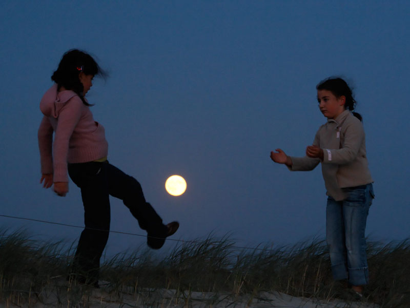 playing with the moon by laurent laveder (2)