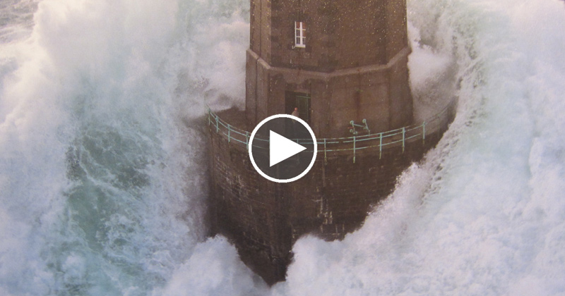 three minutes of huge waves crashing against lighthouses in france rh twistedsifter com Giant Wave Hits Ship Waves Hitting Lighthouse Pier