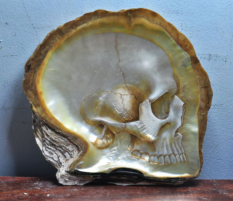 hand carved skulls into mother of pearl shells by gregory raymond halili (1)