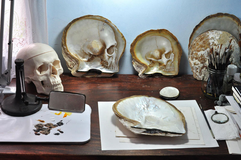 hand carved skulls into mother of pearl shells by gregory raymond halili (6)