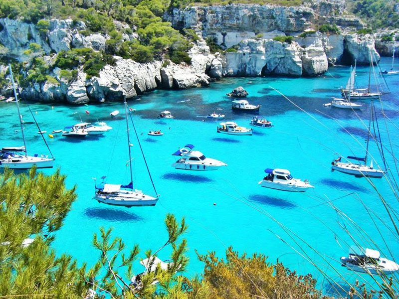 hover boats menorca spain Picture of the Day: Hover Boats in Menorca, Spain