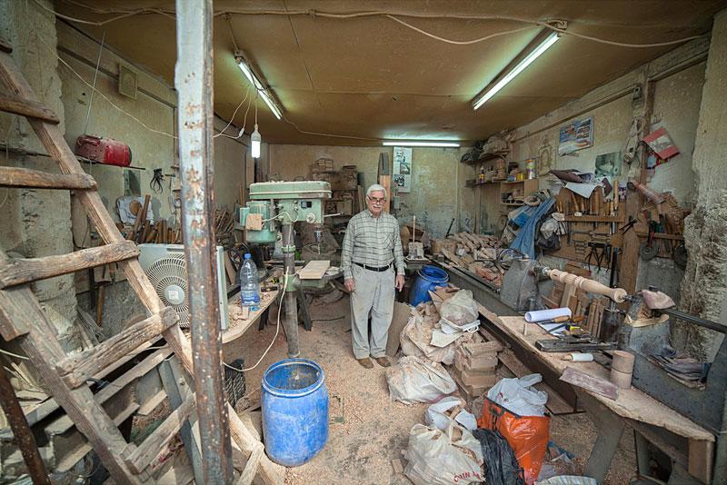 portraits of shopkeepers around the world by vladimir antaki (11)