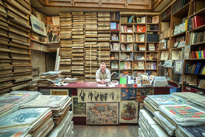 portraits of shopkeepers around the world by vladimir antaki (18)