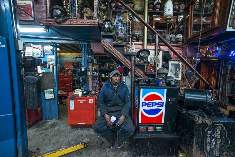 portraits of shopkeepers around the world by vladimir antaki (3)