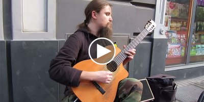 This Guitar Player Improvises on the Spot and It Sounds Absolutely Beautiful