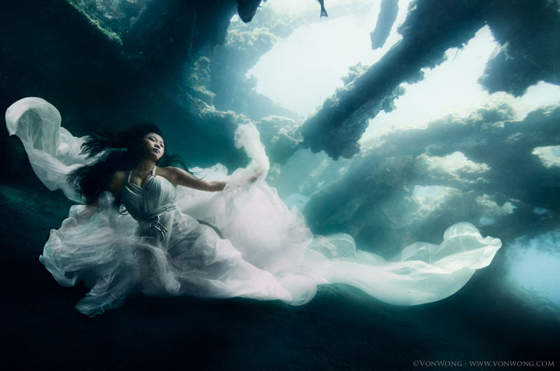 Underwater Photoshoot with Freedivers and a Shipwreck in Bali by benjamin von wong (5)