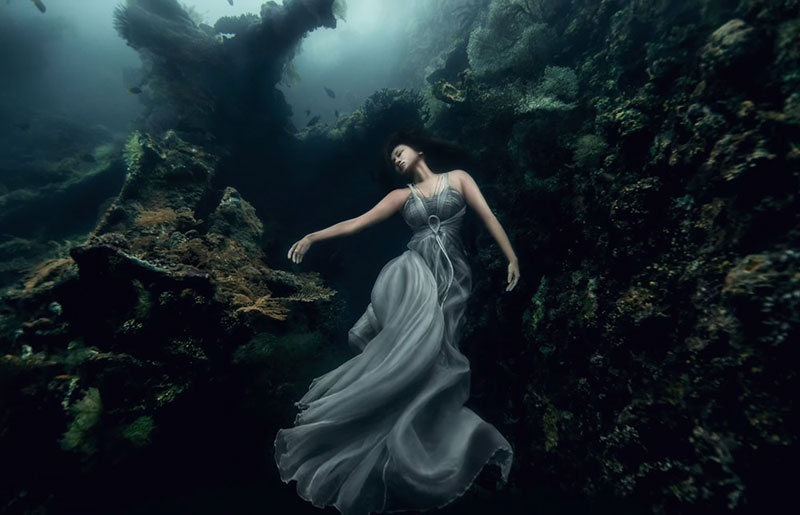 Underwater Photoshoot with Freedivers and a Shipwreck in Bali by benjamin von wong (7)