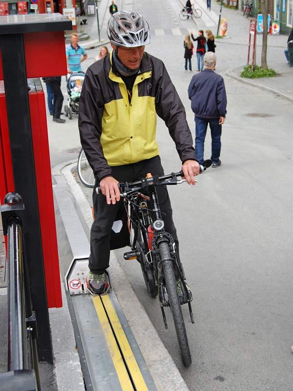 bike escalator lift in trondheim norway cyclocable (11)