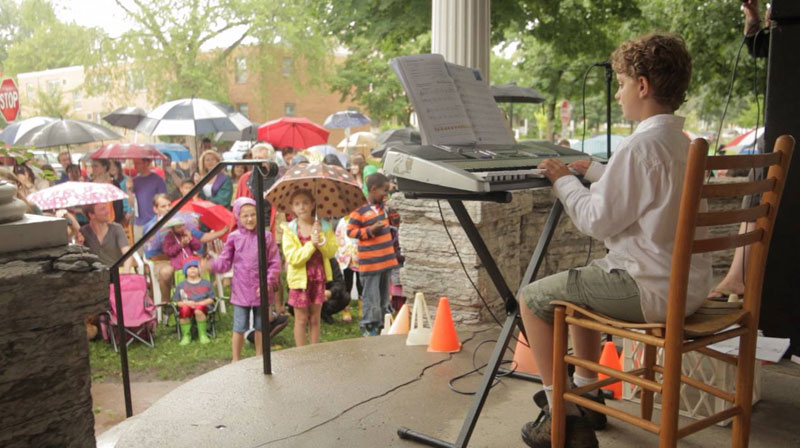 Kid Puts Up Poster for Free Piano Concert. Event Goes Viral and Hundreds Show Up