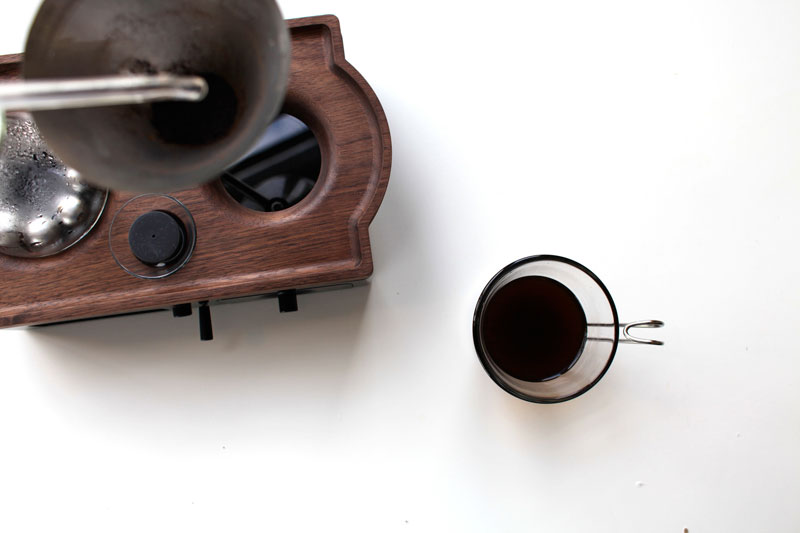 Alarm Clock wakes You Up With Fresh Cup of Coffee the barisieur by joshua renouf (1)