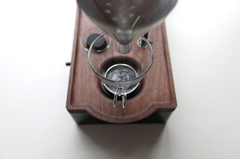 Alarm Clock wakes You Up With Fresh Cup of Coffee the barisieur by joshua renouf (6)