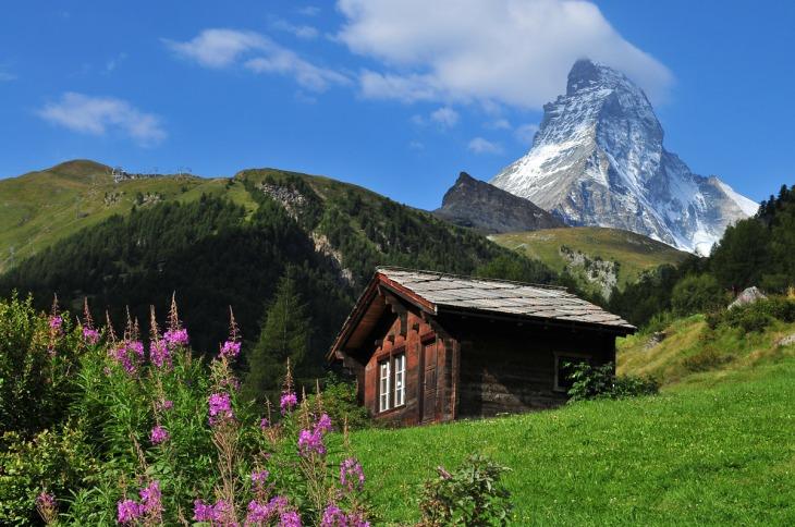 cabin-on-the-matterhorn-swiss-landscape