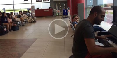Guy Plays Fur Elise in Various Styles While Waiting in Prague Airport