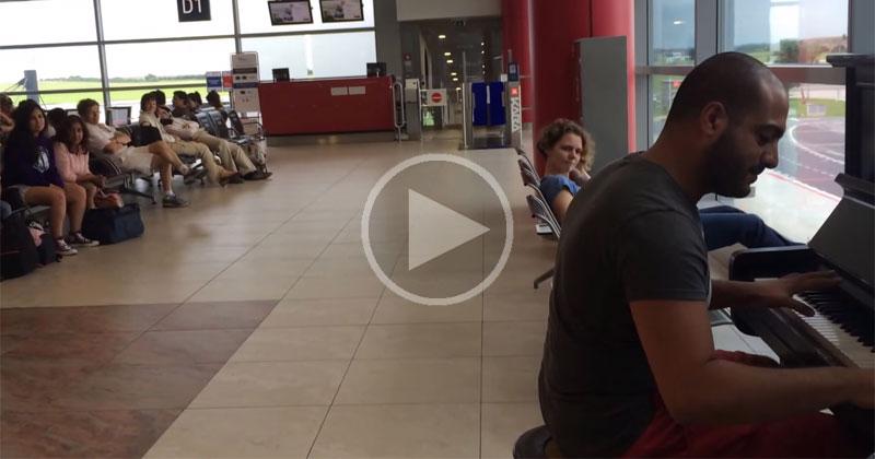 Guy Plays Fur Elise in Various Styles While Waiting in PragueAirport