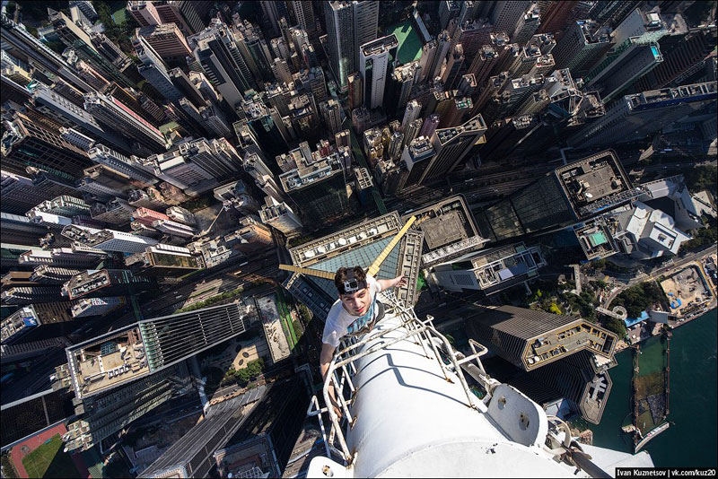 photos that look straight down from perilous heights by ivan kuznetsov 1 What New York City Looks Like from the Rooftops of Buildings