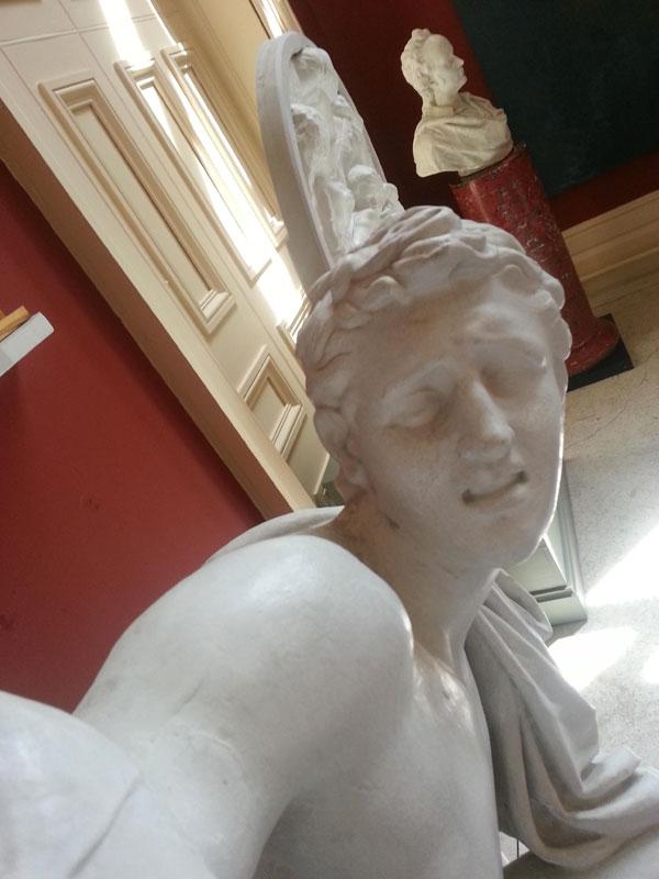 statue selfies (1)