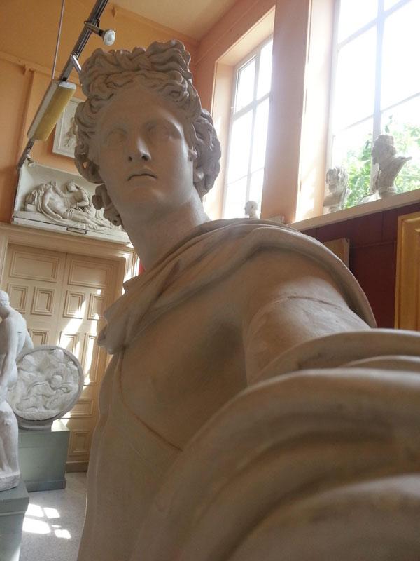 statue selfies (2)