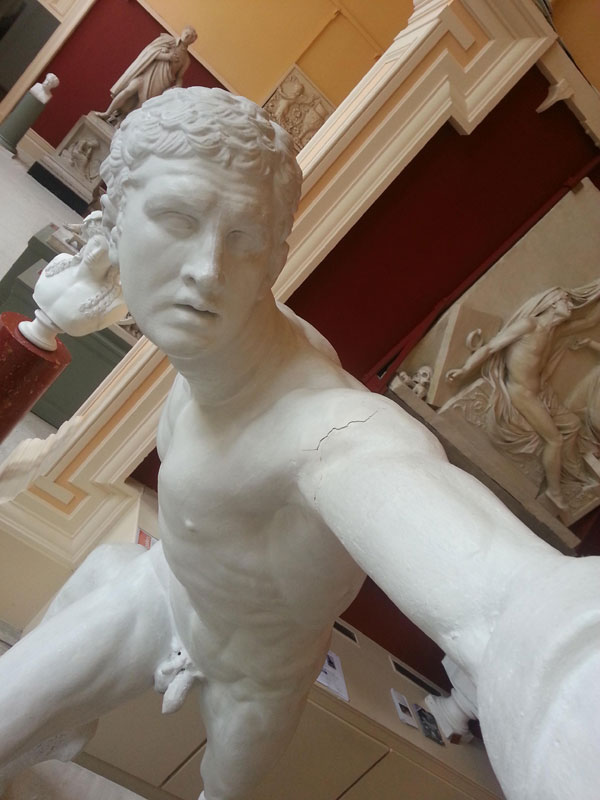 This Guy Set Up His Camera To Make it Look Like Statues Taking Selfies