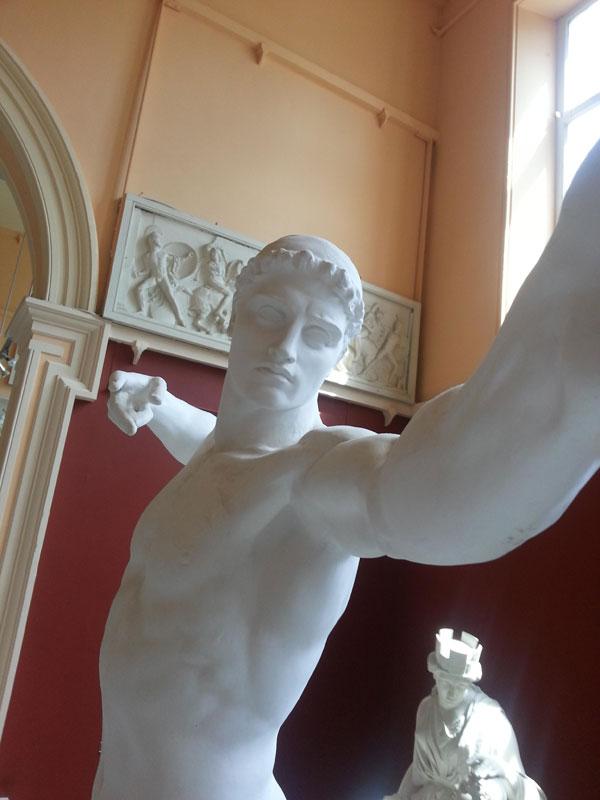 statue selfies (5)