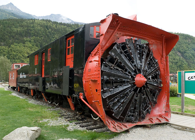 Picture Of The Day A Snowplow For Train Tracks 171 Twistedsifter