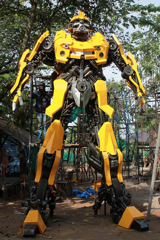 giant transformers made from old car parts (1)
