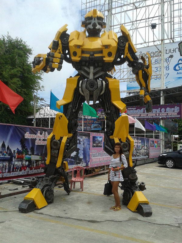 giant transformers made from old car parts (2)