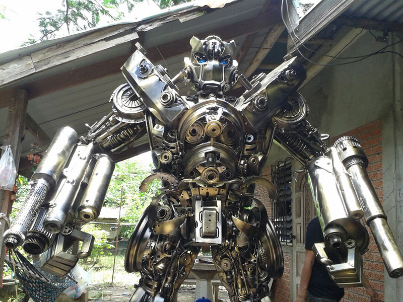 20 Ft Transformers Made From Old Car Parts Twistedsifter