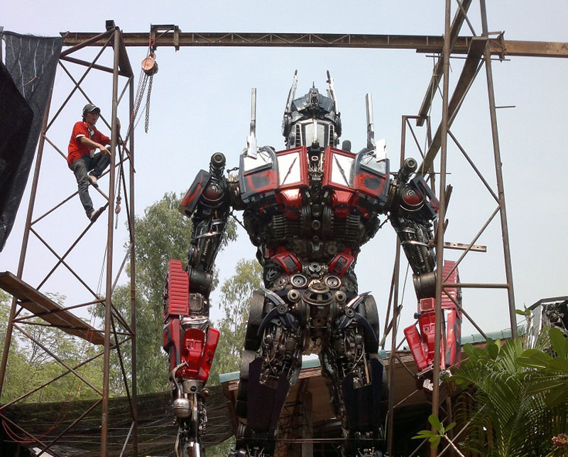 20 ft Transformers Made from Old CarParts