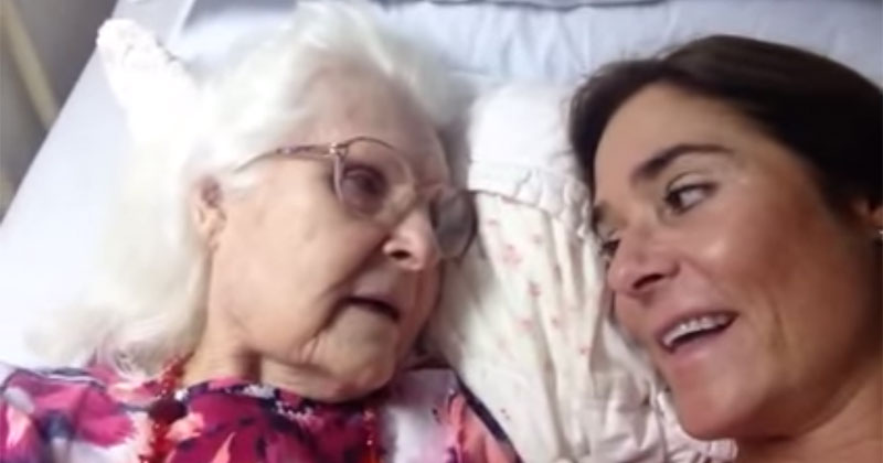 87 year-old Mother with Alzheimer's Recognizes HerDaughter
