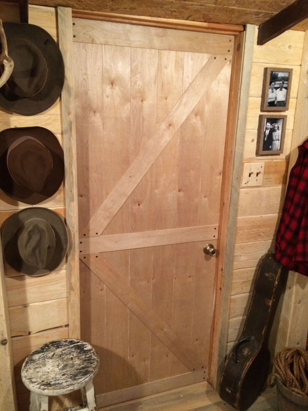 This Guy Built a Rustic Cabin Man Cave for 107 dollars (19)