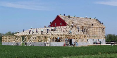 Amazing Timelapse Shows Amish Farmers Raise a Barn in 10 Hours