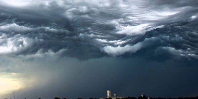 This Timelapse of Clouds Looks Like Rolling Ocean Waves in theSky