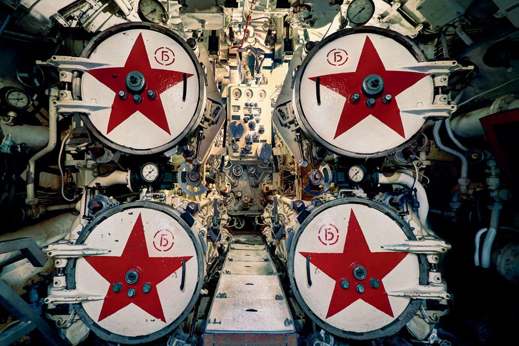UK---Soviet-Submarine-Black-Widow-02