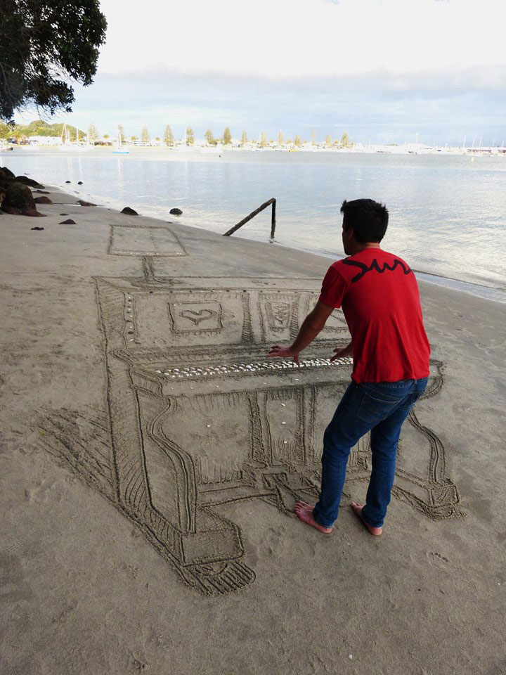 3d sand piano beach art by jamie harkins (5)