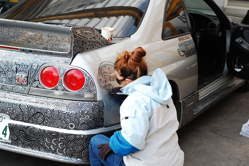 artist uses sharpie to give nissan skyline gtr one of a kind paint job 1 Beautiful Ballpoint Pen Drawings by Marite Desaine