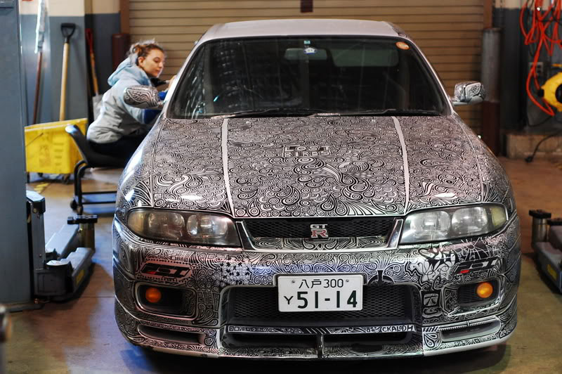 Artist Uses Sharpie to Give Nissan Skyline GTR One of a Kind Paint Job (3)