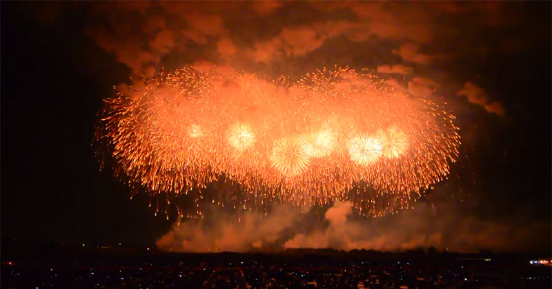 Amazing Fireworks Display In Japan Includes Largest Single