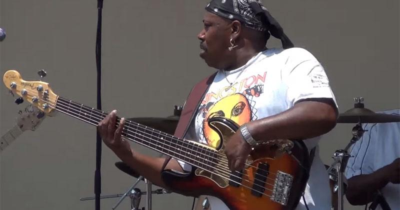 Bass Guitarist Shreds Guitar Solo Face Melts 171 Twistedsifter