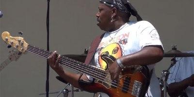 Bass Guitarist Shreds Guitar Solo. FaceMelts