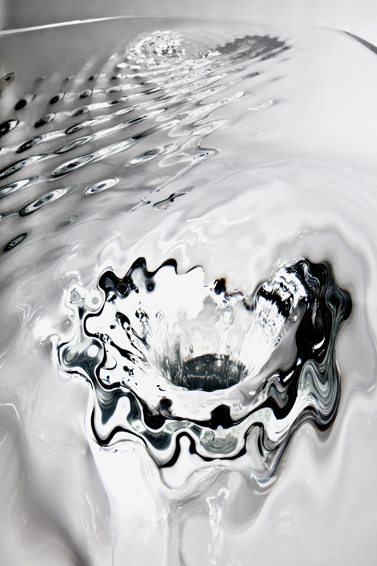 Rippling water tables by zaha hadid twistedsifter for Zaha hadid liquid glacial