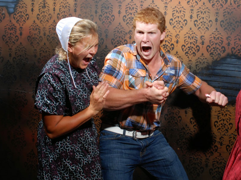 niagara falls haunted house fear factory funny pictures of scared people (17)