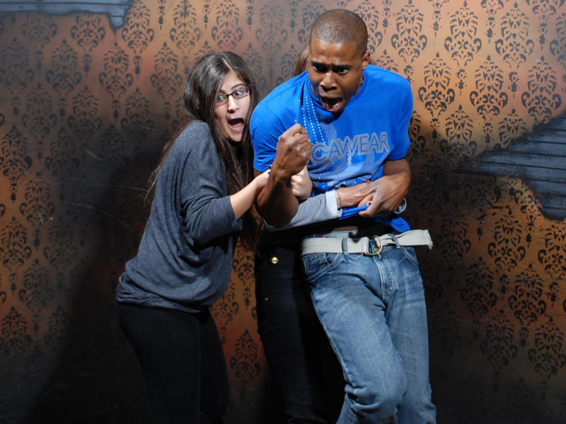 niagara falls haunted house fear factory funny pictures of scared people (3)
