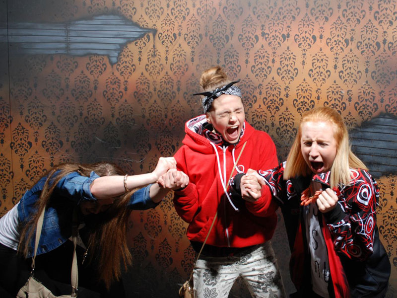 niagara falls haunted house fear factory funny pictures of scared people (9)