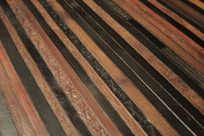 flooring rugs made from old leather belts by TING (6)