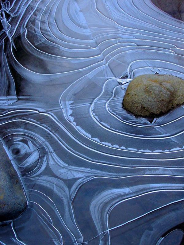 frozen pond looks like japanese rock garden zen (1)