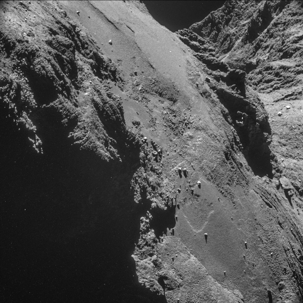 HQ Photos by Rosetta and Philae (2)