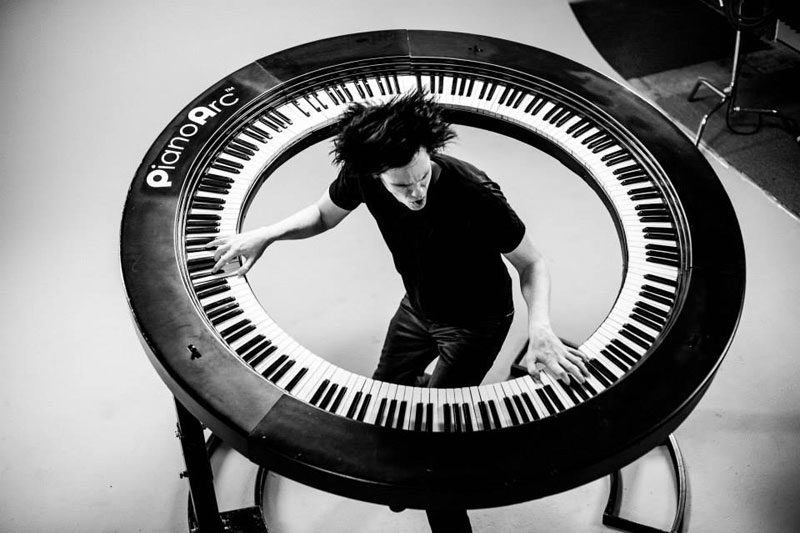 Lady Gaga's Keyboard Player Built an Awesome 360 Keyboard