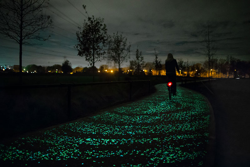 van gogh-roosegaarde glow in the dark bicycle path eindhoven netherlands (2)